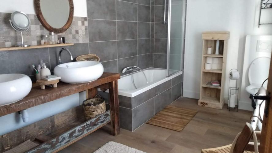 la salle 1 de bain à létage
