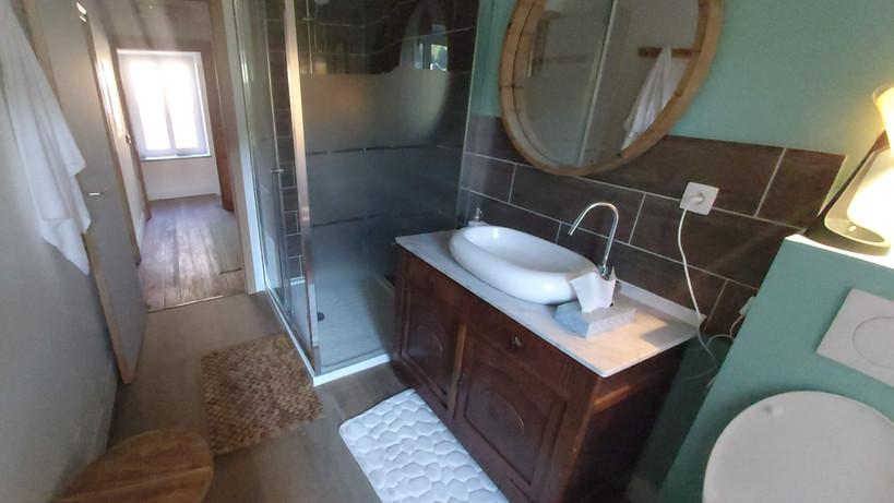 la salle de douche 2 à l'étage
