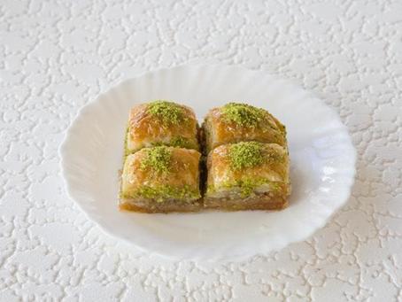 What Does Baklava Taste Like?