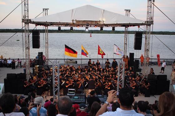 Homenaje a Alemania en el Gran Malecón del río