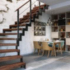 3d визуализация кухни-гостиной, современной интерьер студии, визуализация интерьра с лестницей