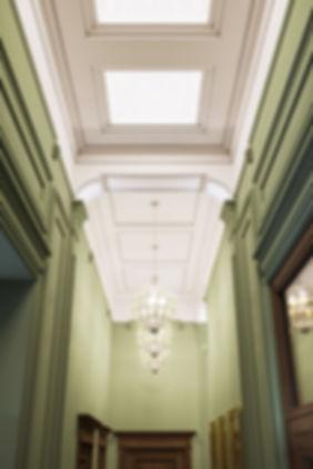 Потолок с класссическими элементами, визуализация классического стиля, недорогой виз интерьера