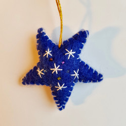 Blue / white start hanging   £3.00