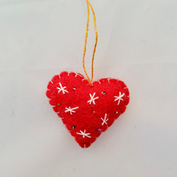 Red / white heart hanging   £3.00