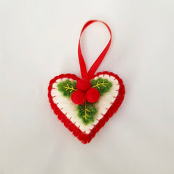 Holly heart tree hanging   £5.00