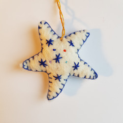 White / blue star hanging   £3.00