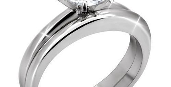 TK097 High Polished (No Plating) Stainless Steel Ring With AAA Grade CZ in Clear