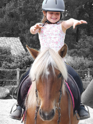 Poney_club_enfant_monter_cheval_equitati