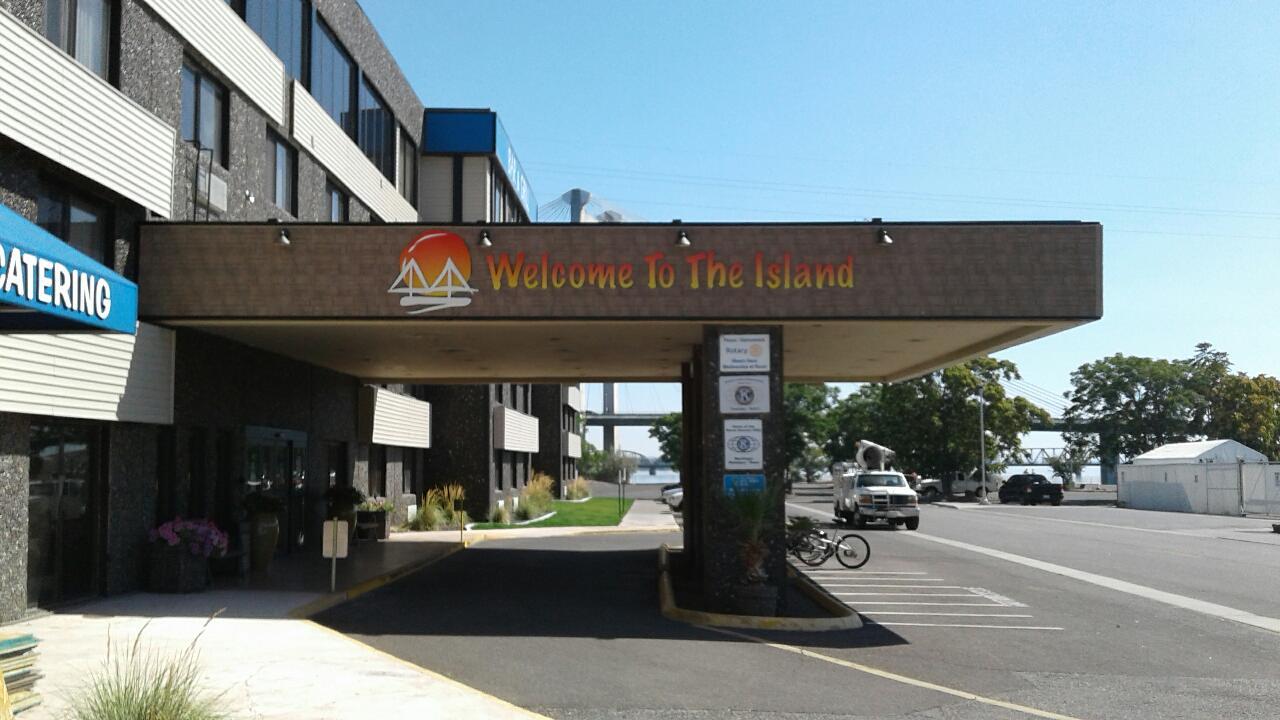 Clover Island Entrance 3.JPG