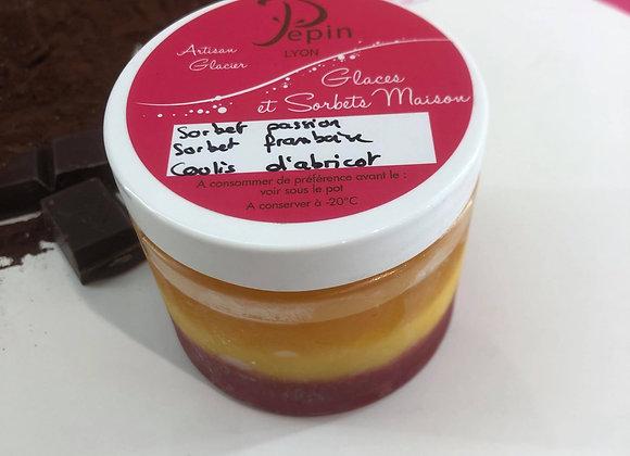 Verrine glacée coulis d'abricot, sorbet framboise et passion