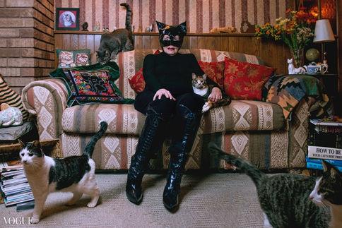 Crazy Cat Woman - Vogue Italia - Photo Vogue