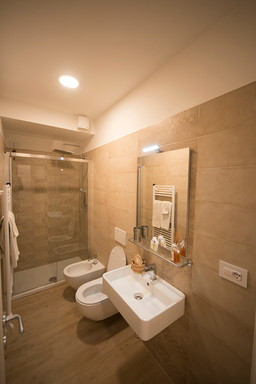 Giallo - Panoramica bagno.jpg