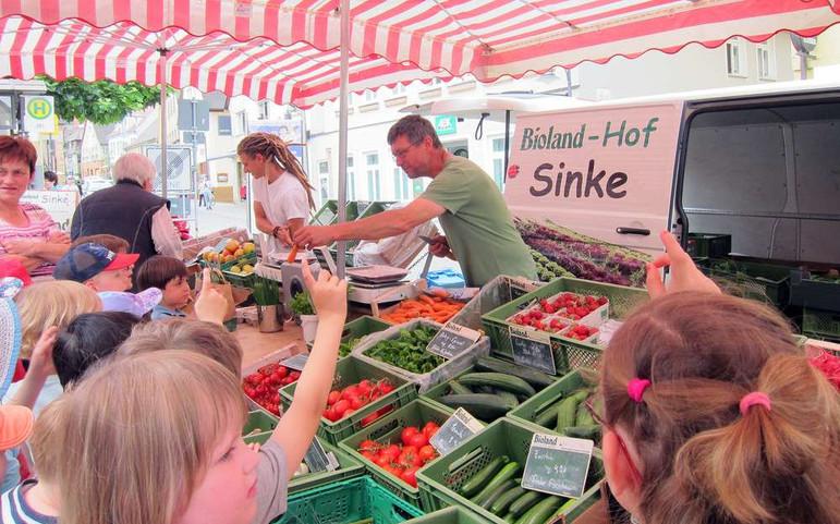 Action am Markt mit Leo und Klaus.jpg