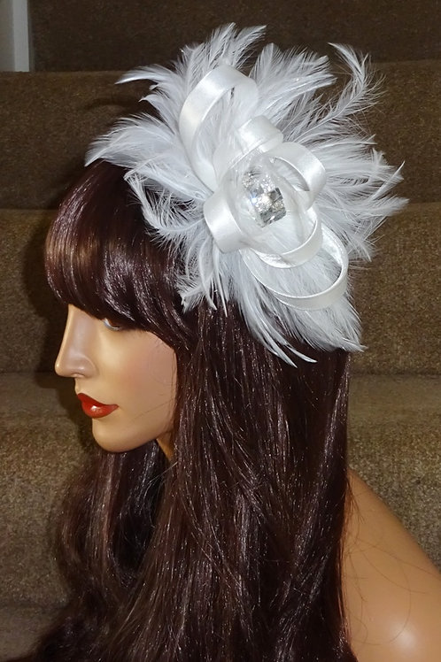 White Ribbon & Feather Fascinator Comb with Jewel Cetre 182715