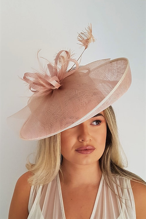Salmon Nude Hat on a band with a silver trim