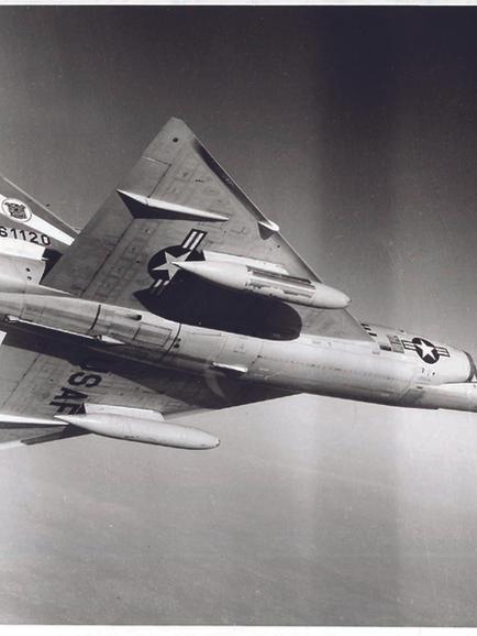 F102_05.jpg
