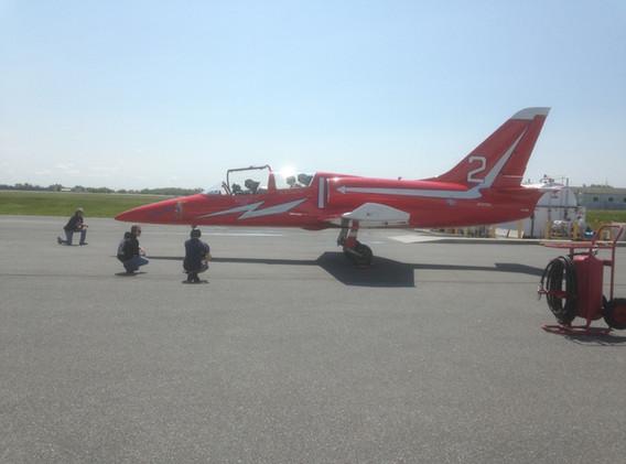 Pipsqueak and ground crew at engine start