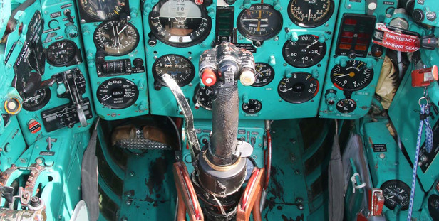 IMG_8704_MiG_cockpit_web.jpg