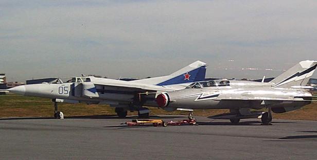 Reno2010_MiG21GaryCarr.jpg