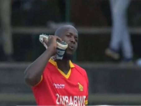 زمبابوے کے باولر لیوک جونگوے پاکستانی کھلاڑیوں کو آوٹ کر کے جوتے سے فون کیو ں کر رہے تھے ؟جانئیے