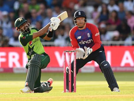 پہلے ٹی ٹوئنٹی میں انگلینڈ کے خلاف  پاکستانی بلے بازوں کا لاٹھی چارج! نیا ریکارڈ بن گیا
