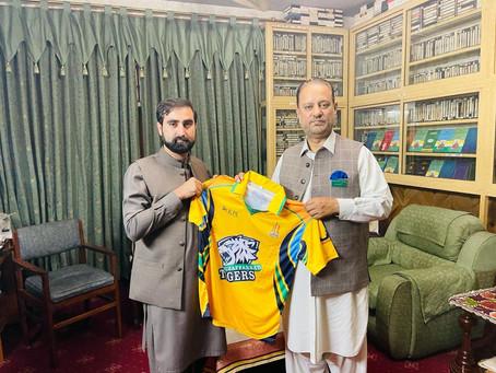 چیئرمین مظفرآباد ٹائیگرز ارشد خان تنولی کی سابق وزیراعظم آزاد کشمیر سردار عتیق احمد خان  سے ملاقات
