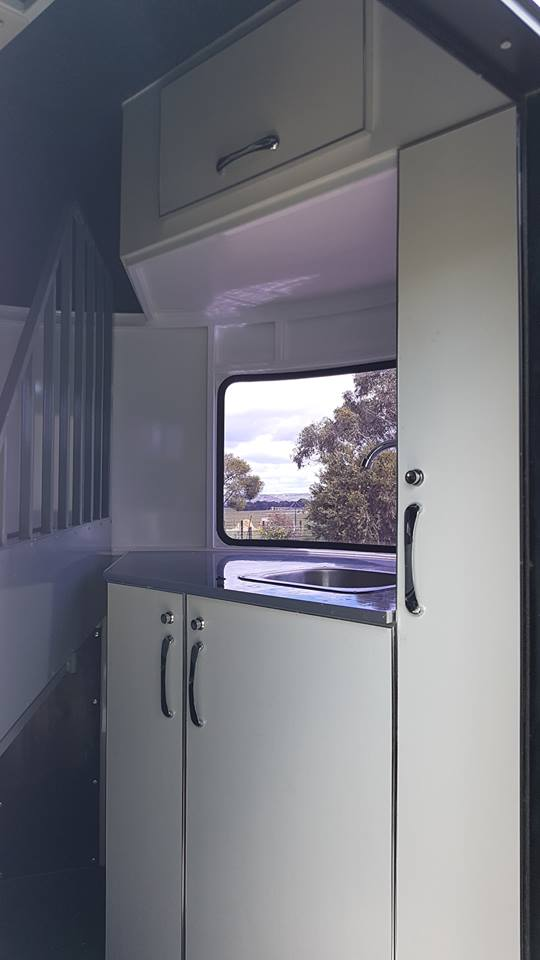 2hal Deluxe Overnighter Kitchen