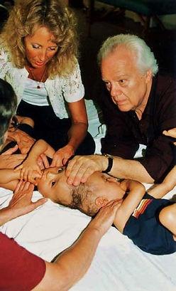 Объяснение методов Краниосакральной терапии доктором John Upledger, D.O., O.M.M.