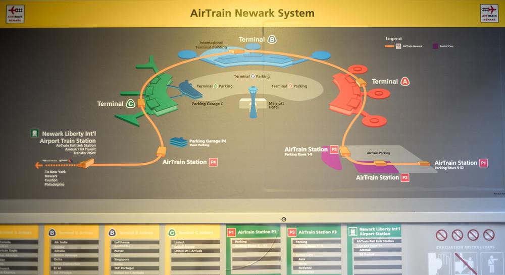 Die AirTrain-Hochbahn verbindet die Terminals miteinander