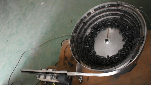 Vibrating feeders round and linear