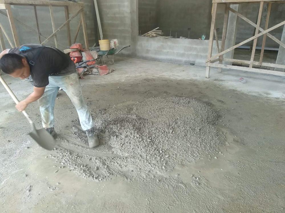 Warum muss der Beton innen auf der frischen Betonplatte gegossen werden?