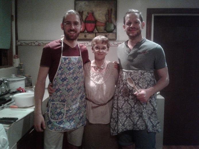 Ein starkes Team am Herd: Patrick, Gastmama Norma und ich.