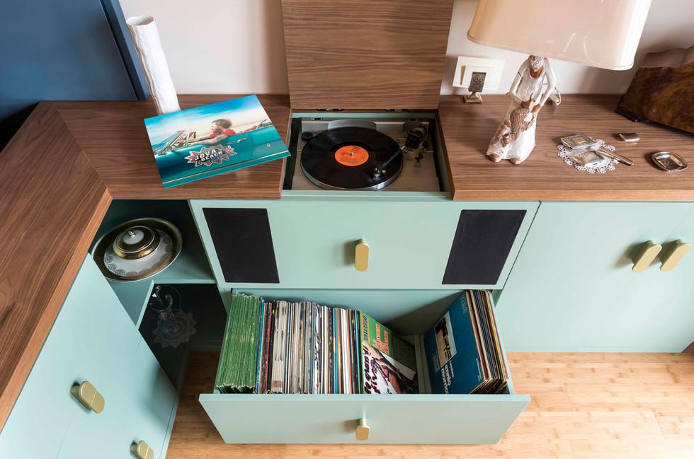 arredo con giradischi integrato I furniture with integrated turntable