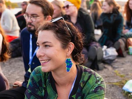Kansanedustaja Emma Kari ja näyttelijä Laura Birn hehkuttivat lämminhenkistä tapahtumaa