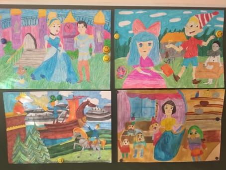 """Выставка творческих работ """"Мои любимые сказки"""" и """"Традиции моей семьи"""""""