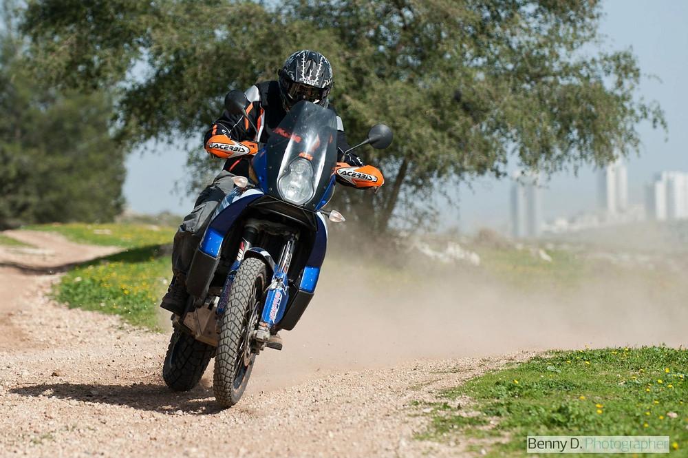 אופנוע אדוונצ'ר, שביל עפר, רכיבת שטח