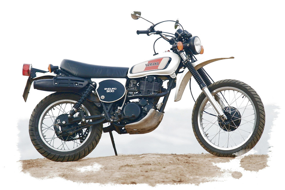 תמונה מעובדת של אופנוע שטח ישן של ימאהה, אנדורו 500