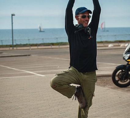 עמידת יוגה, אופנוען מאומן, מערכת תקשורת, דיבורית, קארדו, רקע סירות בים