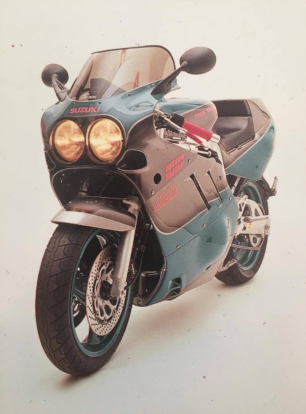 """צילום סטודיו של ה""""מין משין"""" של גידי פרדר, GSX750R 1992, סוזוקי גי'קסר"""