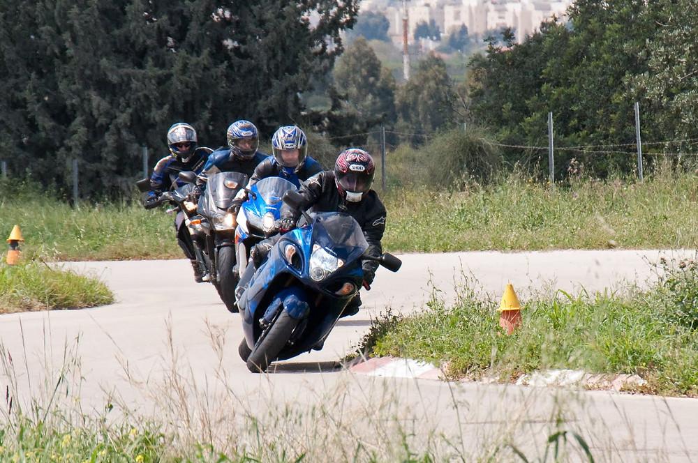 מניפת אופנועים במסלול נחשונים