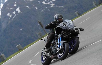 ימאהה ניקן, אופנוע בפניה על כביש