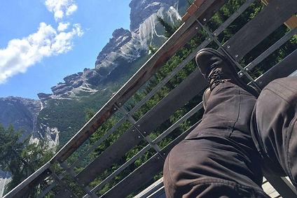 רגליים למעלה, נוף הרי דולומיטים