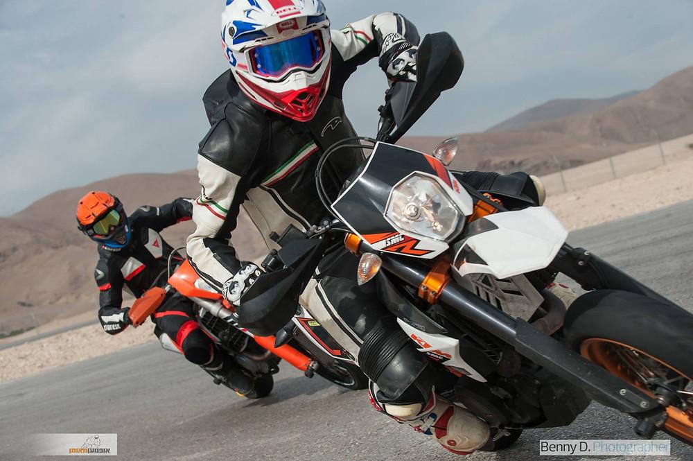 אופנועי סופרמוטו רכיבת מסלול, אופנועי קטמ, בני דויטש, אופנוען מאומן
