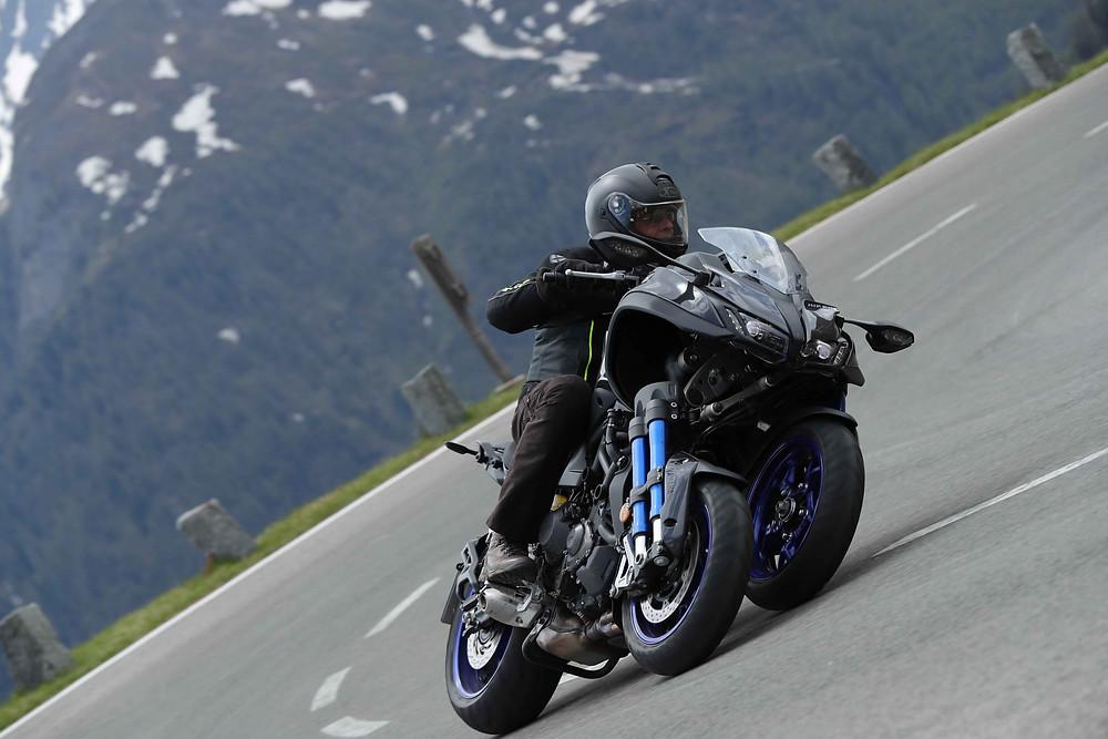 אופנוע ימאהה ניקן, כביש מפותל בהרי האלפים, גידי פרדר, לרכוב על המערכות.