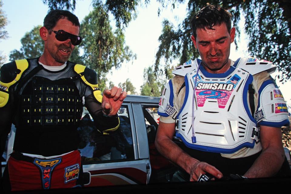 שני רוכבי שטח מכוסים בבוץ, גידי פרדר וטל שביט