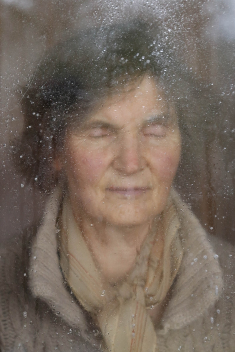 The world in Berlin, Photo of a woman by the window with her eyes closed