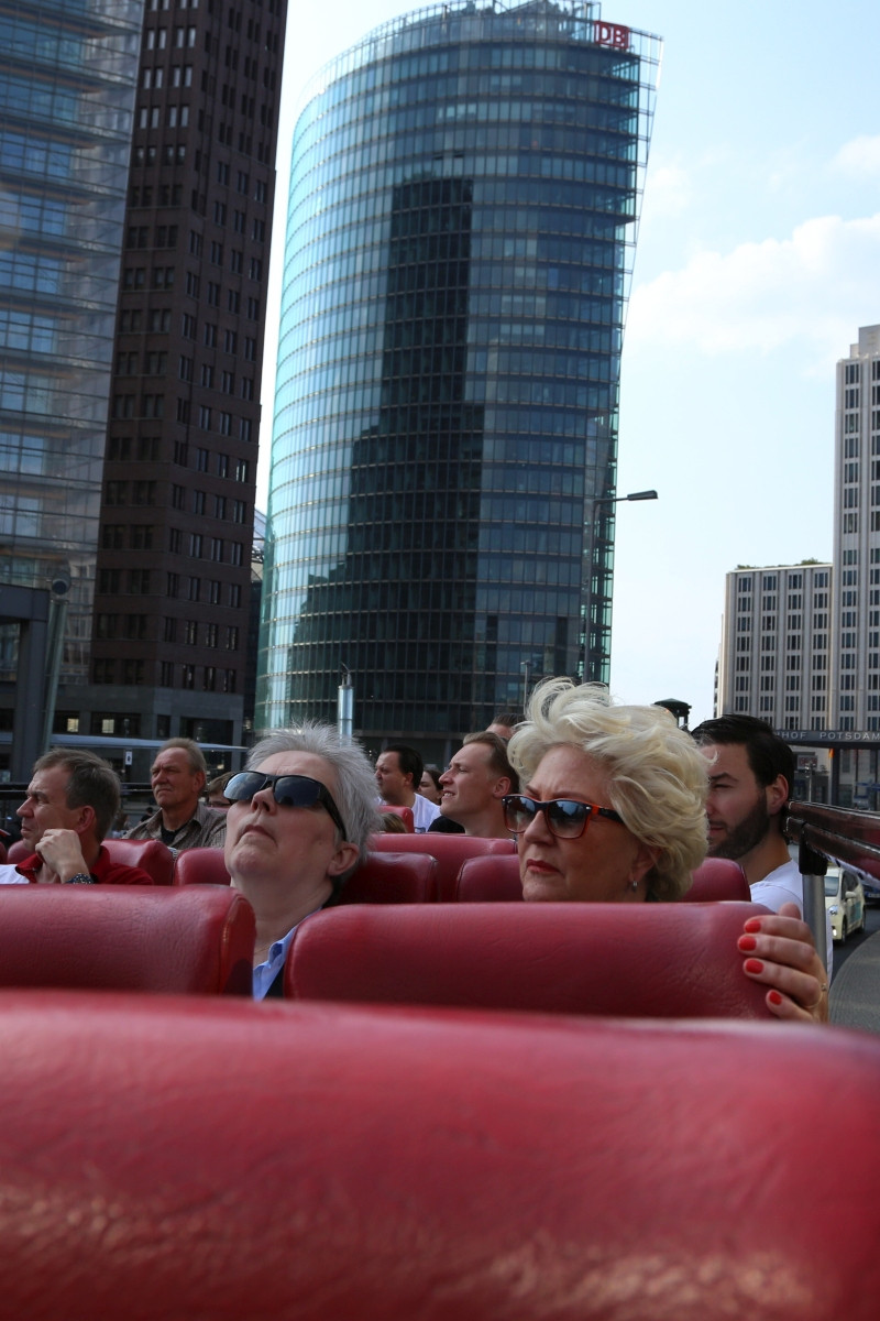 The world in Berlin, Photo of a city sightseeing bus and its passengers