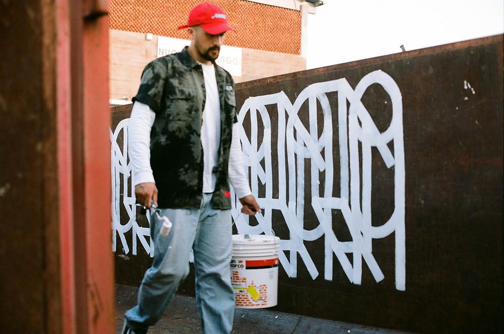 Streetartist Teti painting
