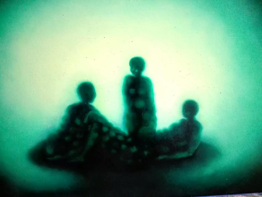 Artist Adalgisa Pecora's painting of three people in the shadow