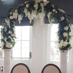 large white arch- available to hire